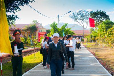 """Trường THPT Phan Chu Trinh tổ chức hoạt động trải nghiệm """"Một ngày làm người lính"""" cho học sinh khối 12 tại Trung đoàn 66"""