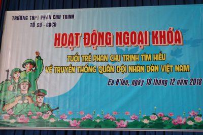 Trường THPT Phan Chu Trinh tổ chức hoạt động NGLL cho học sinh khối 11 với chủ đề về ngày thành lập QĐND Việt Nam 22-12